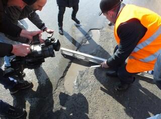 Дефекты на проспекте Мира, отремонтированном в 2016-2017 годах, устранят с приходом тепла