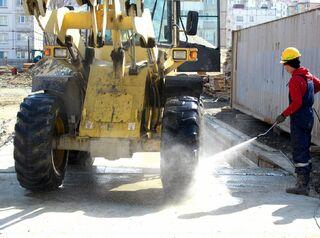 Застройщиков Омска начали штрафовать за грязную спецтехнику