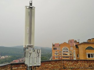 Жители новостройки борются с установленными на крыше дома сотовыми антеннами