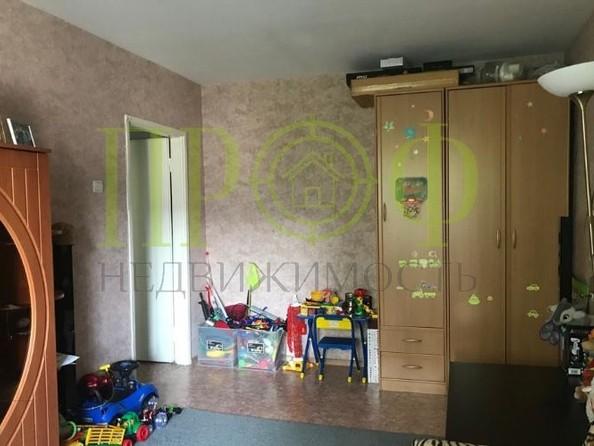 Продам 2-комнатную, 44 м2, Октябрьский пр-кт, 93. Фото 2.