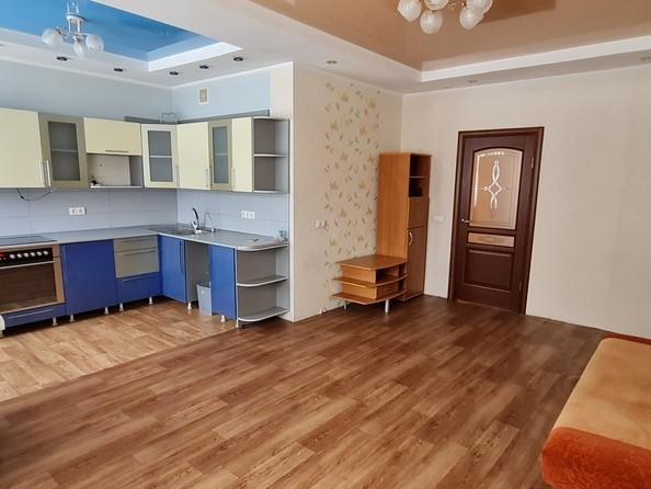 Продам 3-комнатную, 94 м², Октябрьский пр-кт, 59. Фото 13.